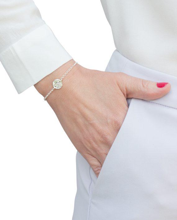 Armband-Silver-Mini-Shield-Storleksbild-Modell